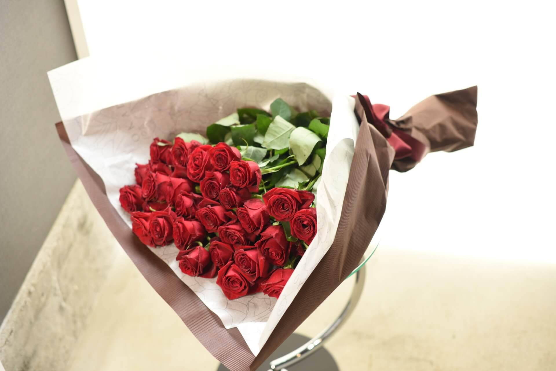 赤いバラの花束50本