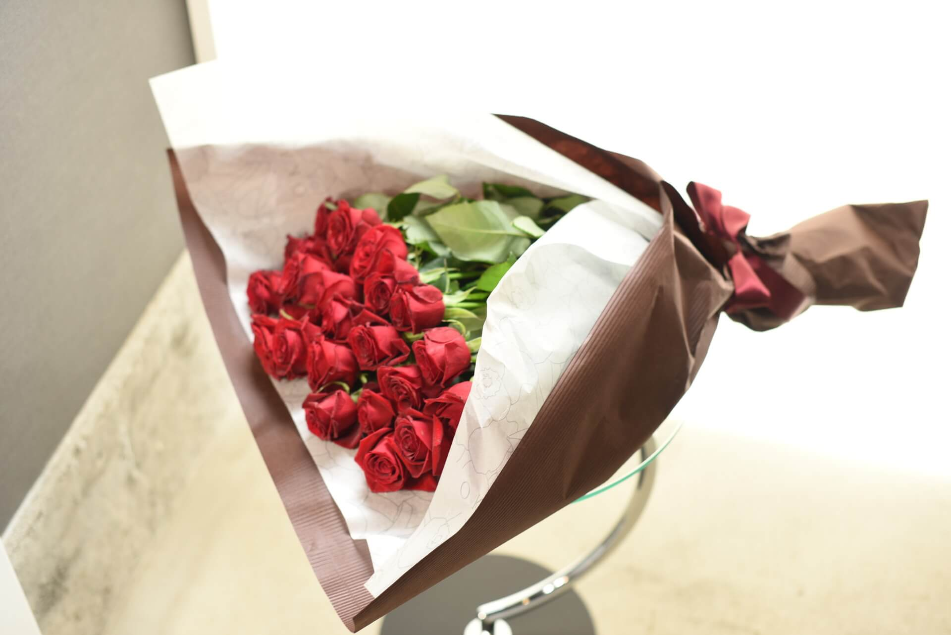 赤いバラの花束25本