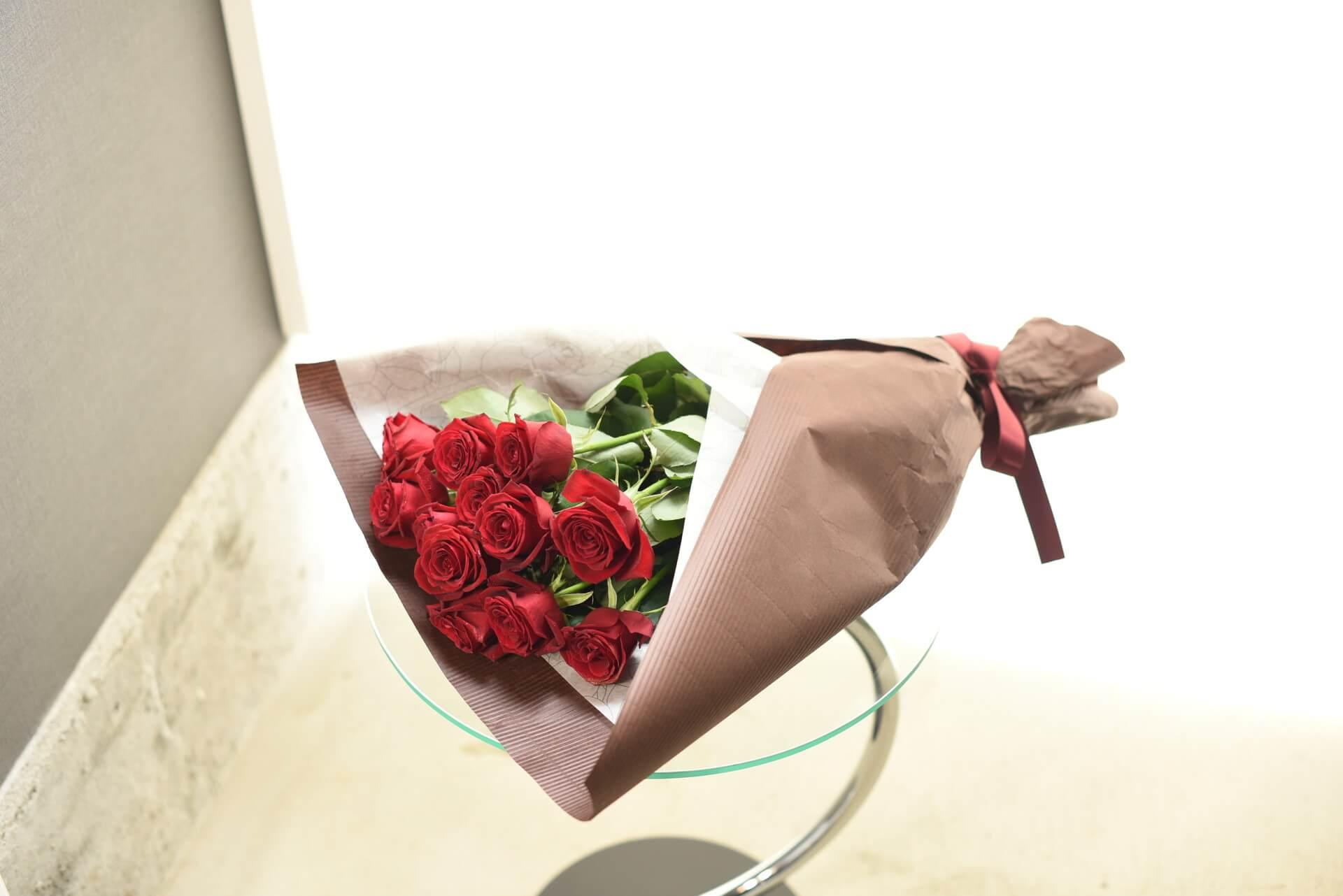 赤いバラの花束12本(ダーズンローズ)