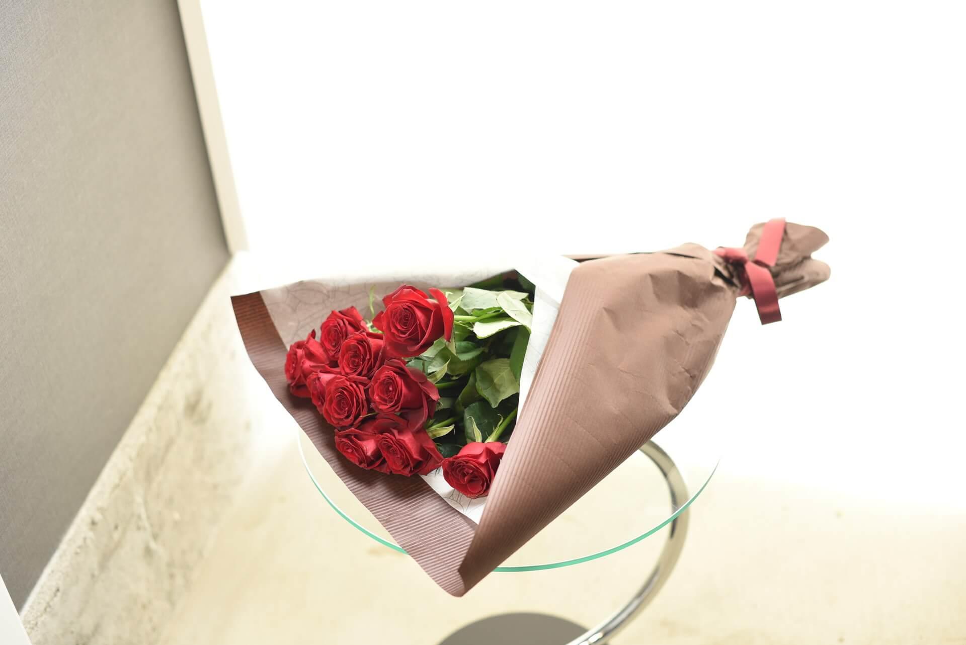 赤いバラの花束10本